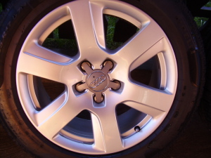Audi A6 4G gyári 7,5•17-es 5•112-es ET37-es könnyüfém felni garnitura eladó Pirelli Sottozero 225/55 R17 97V 7,2mm-es téligumival.DOT 2013. 2011-től gyárott Audi A6 tipusokra!
