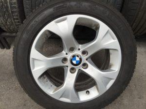 BMW X1 gyári Styling 317 7,5X17-es 5X120-as ET34-es könnyüfém felni garnitura eladó Michlein Pilot A5 225/50 R17 7,5-8mm-es téligumival. Használt, de jó állapotban.