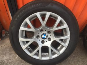 BMW F10 F11 5-ös szária gyári 8X17-es 5X120-as ET30-as könnyüfém felni garnitura eladó Pirelli P7 Cinturato 225/55 R17 RSC (defekttűrő) 7-7,5-mm-es nyárigumival.Használt, de jó állapotban.