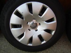 Audi A4 8K gyári 7•16-os 5•112-es ET39-es lemezfelni garnítúra eladó Bridgestone Blizzak LM-25 205/60 R16 7,1-7,7mm-es téligumival, gyári dísztárcsával.Használt de jó állapotban.