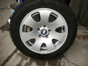 BMW E65 E66 gyári Styling 165 8x17-es 5x120-as ET24-es könnyüfém felni garnitura eladó Vredestein Wintrac 225/60 R17 7,5-8mm-es téligumival. Használt, de jó állapotban!DOT4512.